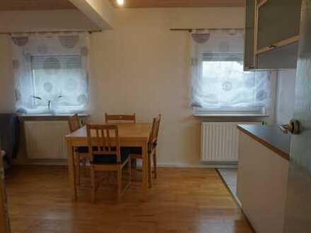 Helle Drei-Zimmer-Wohnung mit Balkon und Blick über die Weinberge, möbliert, befristet auf 6 Monate
