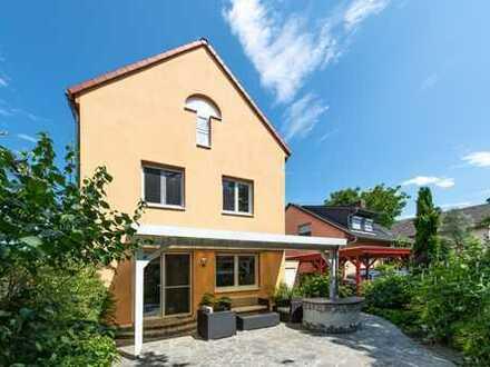Schöneck-Büdesheim: Wunderschönes, neuwertiges Einfamilienhaus in traumhafter Sackgassenlage