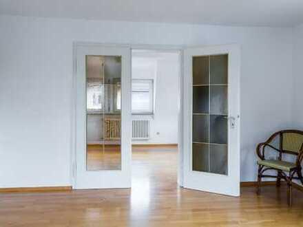 Helle, lichtdurchflutete, gepflegte 4,5-Zimmer-Wohnung mit Balkon und EBK in Filderstadt