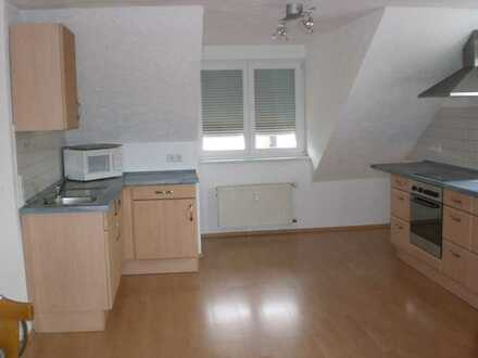 2-Zimmer-Dachgeschosswohnung mit EBK in Lenting in ruhiger Siedlungslage