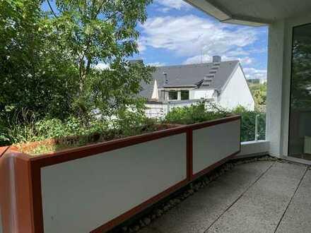 Sonnige helle modernisierte 2-Zimmer-Wohnung mit Balkon, EBK und Tiefgarage in Wiesbaden