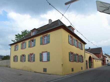 Herrschaftliches ehemaliges Pfarrhaus, gerne auch Erbbaurecht