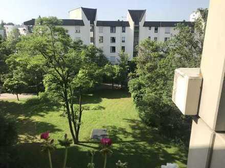 gutschnittene, helle, ruhige 1-Zimmer-Wohnung mit Balkon in Obersendling, München