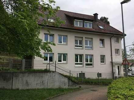 Gepflegte 4,5-Zimmer-Wohnung mit kleinem Garten und 2 Terrassen.