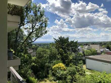 Erstbezug nach Sanierung: schöne 4-Zimmer-Wohnung mit EBK und Balkon in Kronberg im Taunus