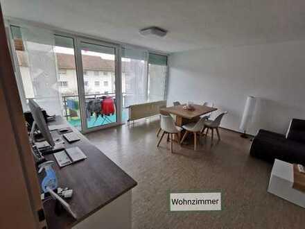 Helle 3 Zimmer Wohnung mit EBK, Balkon, Lift +4917680709049