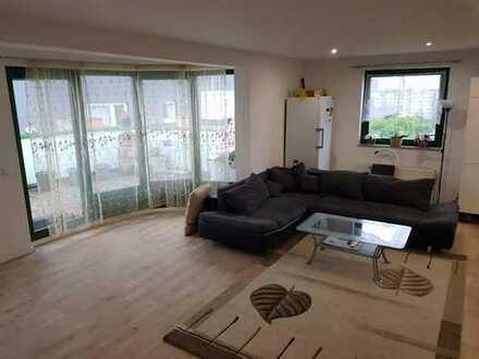 Lichtdurchflutete Penthouse-Wohnung in zentraler Wohnung