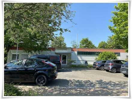 Lager-/Ausstellungshalle mit Büros und Sozialräumen inkl. Parkfläche auf 1.967 m² Grd.++Mischgebiet