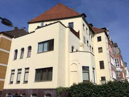 City-Oststadt 5-Zimmer Altbauwohnung mit Balkon