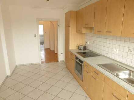 Modernisierte 2 Zimmer-Wohnung mit 2 Balkonen, EBK, Sanderau Würzburg