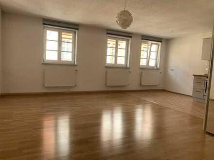 Stilvolle, geräumige 2-Zimmer-Maisonette-Wohnung mit Einbauküche in Altstadt, München
