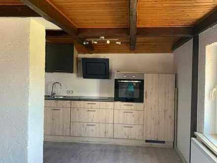 Modernisierte 3-Raum-DG-Wohnung mit Einbauküche in Neustadt bei Coburg