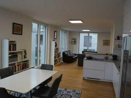 Exklusive, geräumige 3-Zimmer-Wohnung mit Balkon und EBK in Stuttgart