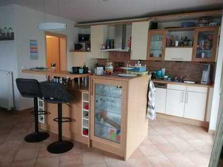 2-Zimmer-Wohnung mit großem offenen Küchen- und Wohnbereich, Erdgeschoss, zentral zum 01.04.20