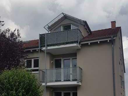 3 ZKB mit Balkon in kleiner Wohneinheit, lichtdurchflutet und gepflegt.
