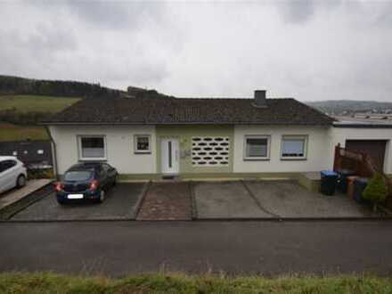 3-Familienhaus in herrlicher Sonnen- und Aussichtslage mit Garage, Kfz-Stellplätzen und Garten Gerol