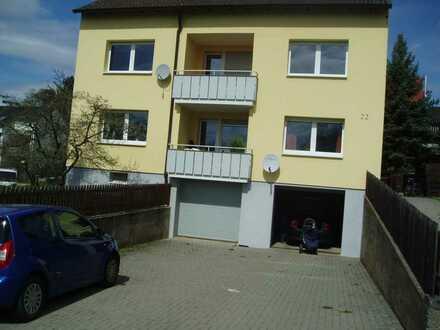 Sanierte Wohnung mit drei Zimmern sowie Balkon und Einbauküche in Gerbrunn