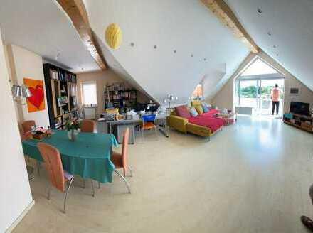 Renovierte gemütliche 3-4 Zimmer-DG.Wohnung, Balkon, EBK, Bad, G-WC
