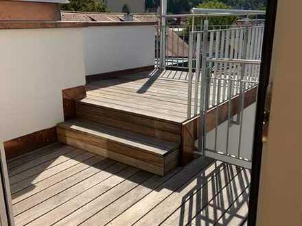 Neu renovierte Wohnung - Stilvolle, geräumige 5-Zimmer-DG-Wohnung mit Balkon und EBK in Ravensburg