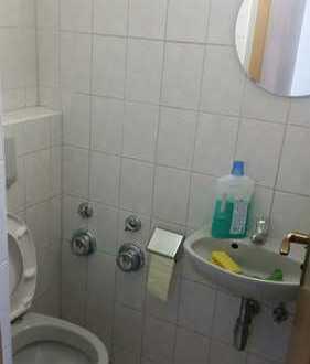Neuwertige 5-Zimmer-Hochparterre-Wohnung mit Balkon und EBK in Göggingen