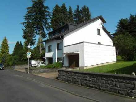 gepflegtes Ein-/ Zweifamilienhaus auf großem Grundstück