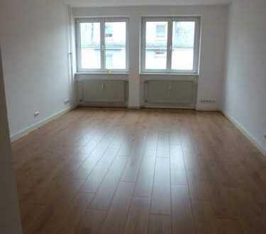 Schöne helle 4-Zimmer-Wohnung mit Balkon in Frankfurt am Main
