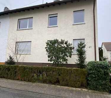 Sehr große 5 Zimmer Maisonette Wohnung mit sehr schönem Garten