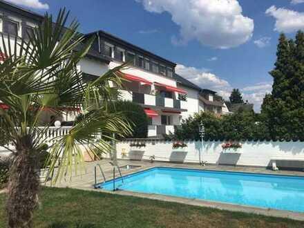 Teilmöblierte 4-Zimmer-Wohnung mit Balkon und Einbauküche in Dietzenbach bis 3 Personen