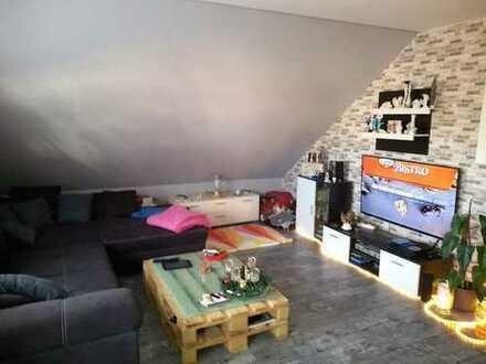 Freundliche 2-Zimmer-Dachgeschosswohnung mit Einbauküche in Mühlheim am Main