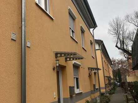 NOCH KURZE ZEIT PROVISIONSFREI - Gepflegtes Reihenmittelhaus (KFW 60) 6 Zimmer in WI-Schierstein