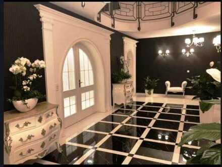 Ihre repräsentative Geschäftsadresse - Villa mit Pool, Halle und Nebengebäude