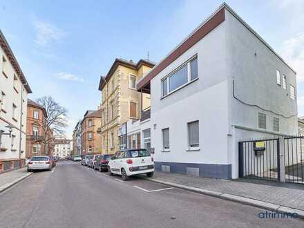 Modernes Einfamilien- und Geschäftshaus in Worms mit Extra-Wellnessbereich.