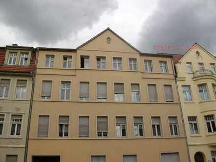 3-Raum-Wohnung zentral gelegen mit EBK und Balkon im DG