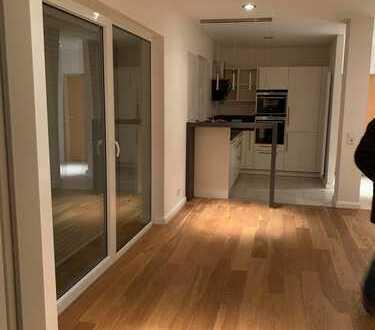 Neuwertige 2-Zimmer-EG-Wohnung mit Balkon und Einbauküche in Kaiserslautern