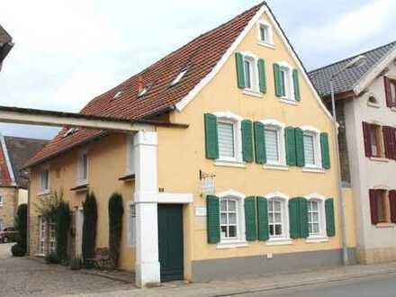 Kernsaniertes Fachwerkhaus mit vielen Stilelementen