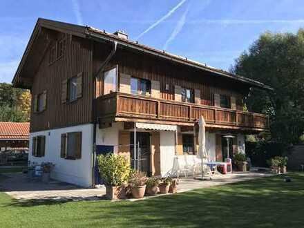 Freistehendes Einfamilienhaus im Landhausstil mit Einliegerwohnung (Holzbauweise, Niedrigenergie)