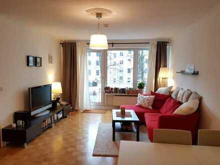 Möblierte 2-Zi. Wohnung mit EBK, Balkon, TG-Platz, Aufzug in Winterhude (Mühlenkamp)