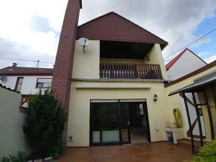 Viel Platz und Entspannung!!! EFH mit Garten & Garage + eigener Hof