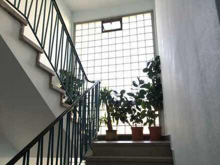 helle 3 Zi-Whg. in gepflegtem MFH mit großem Balkon in Waldrandlage von Gravenbruch
