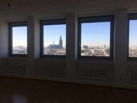 Wohnen mit Blick / Schöne Wohnung im »Ringturm« / 3-Zimmer
