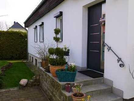 Eigenes Wohnidyll in Altglienicke! Modernisiertes EFH mit Pool, 2 Terrassen und schönem Garten