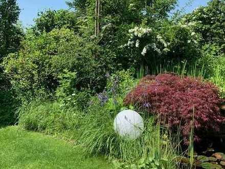 Großzügig Wohnen ...  umgeben von einem wunderschönen Garten ...