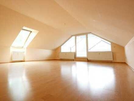 großzügige, helle 3-Zimmer-Dachgeschosswohnung