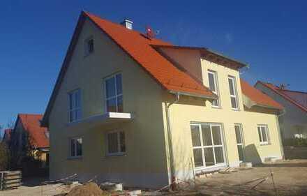 Erstbezug: ruhige 3-Zimmer Wohnung DG mit Balkon in Baiersdorf