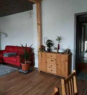 Sanierte 3-Zimmer-Wohnung mit Balkon und EBK in Schwarzenbach an der Saale