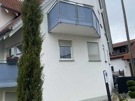 Vollständig renovierte 2-Raum-DG-Wohnung mit Balkon und Einbauküche in Rottenburg OT Hailfingen