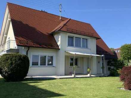 Schönes Einfamilienhaus mit Garten für 2 Parteien