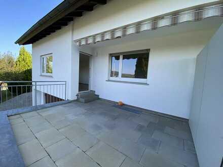 Exklusive und neu sanierte 3,5 Zimmer Wohnung mit Terrasse, Garage in guter Wohnlage