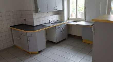 Vollständig renovierte 2-Zimmer-Wohnung mit Balkon und Einbauküche in Arnstadt