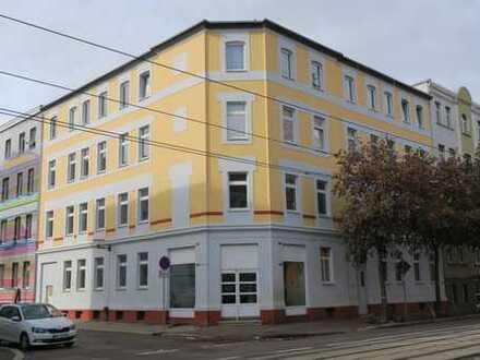 Schöne 4 Zi-DG-WE mit Laminat, off.Küche+Einbauküche, Bad mit Wanne+Dusche in der östl. Innenstadt